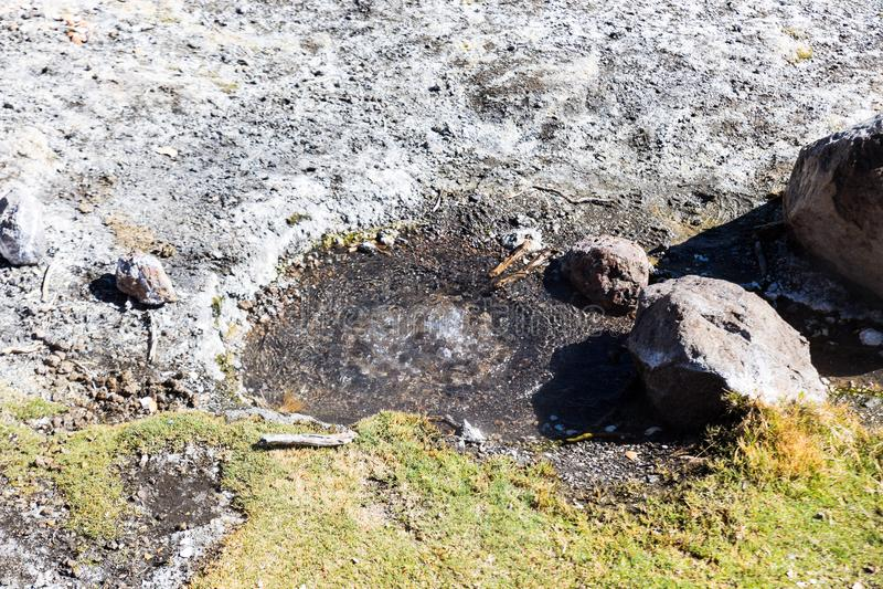Géiseres de Junthuma, formados por actividad geotérmica bolivia imágenes de archivo libres de regalías