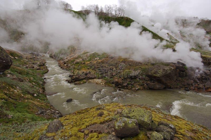 Géiseres y río caliente Kamchatka fotos de archivo libres de regalías