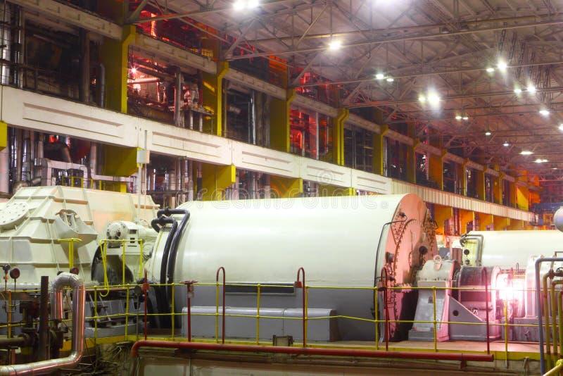 Générateur à la centrale  Équipement industriel photo stock