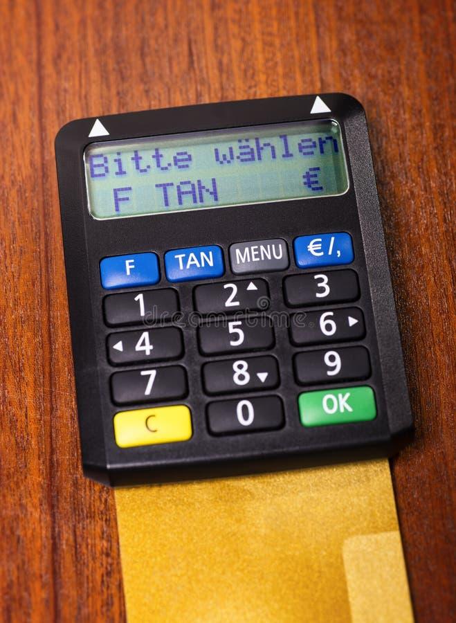 Générateur BRONZAGE avec la carte de crédit photographie stock libre de droits