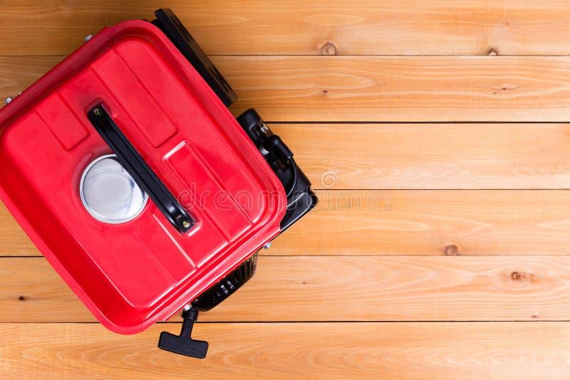 Générateur conduit par essence rouge vu d'en haut images libres de droits