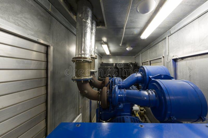 Générateur pour la puissance de secours dans la salle de commande. photos libres de droits