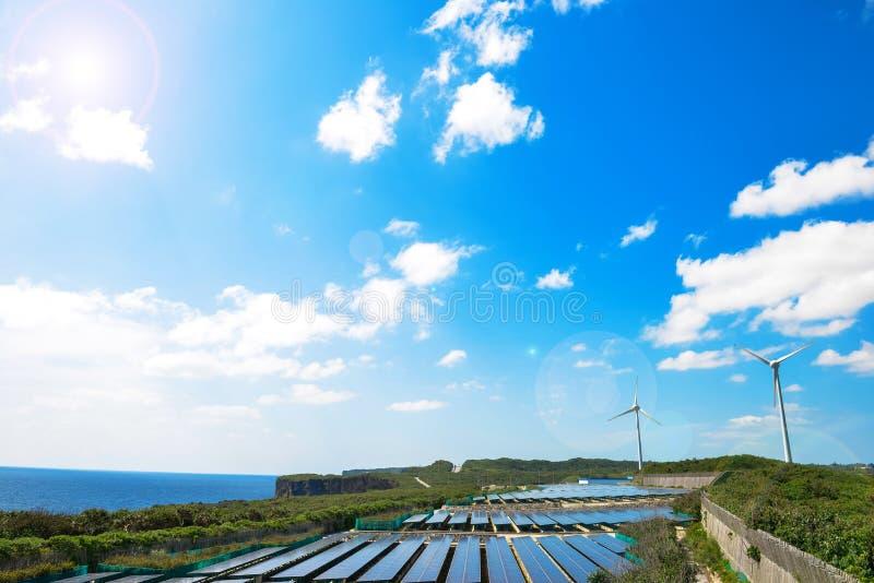 Génération d'énergie solaire et d'énergie éolienne photo libre de droits