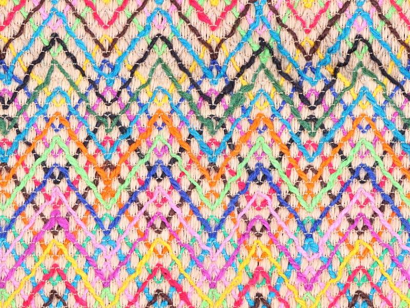 Géneros de punto coloridos con el multicolor de la cuerda como fondo imagenes de archivo