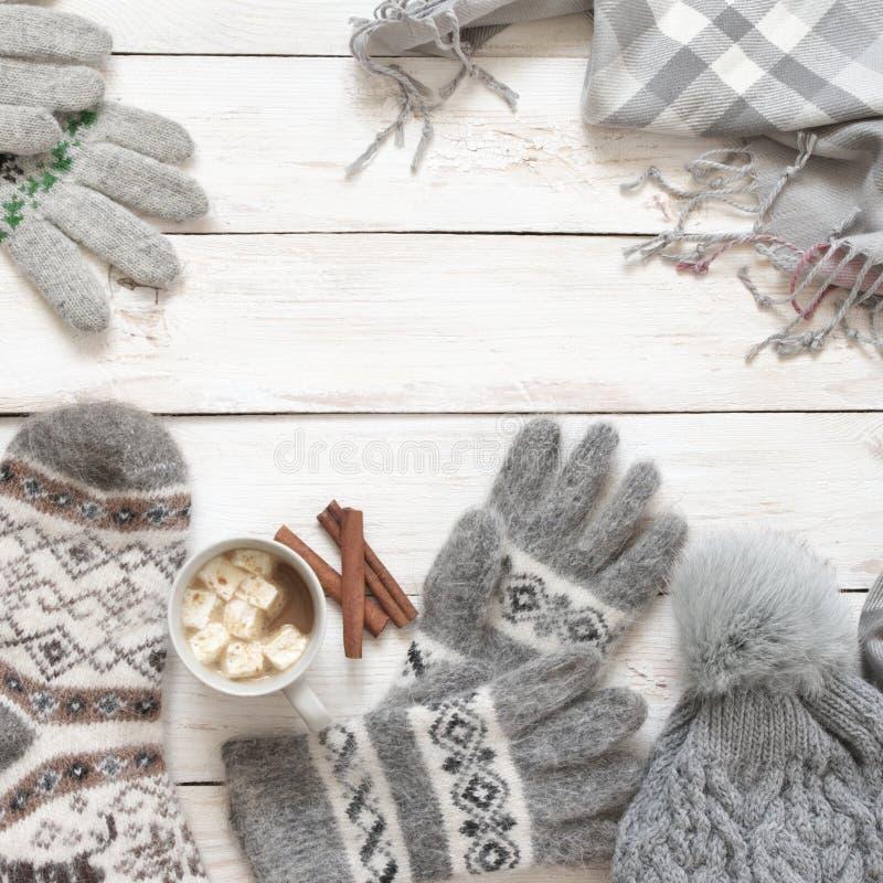 Géneros de punto y cacao de lana calientes con la melcocha imagenes de archivo