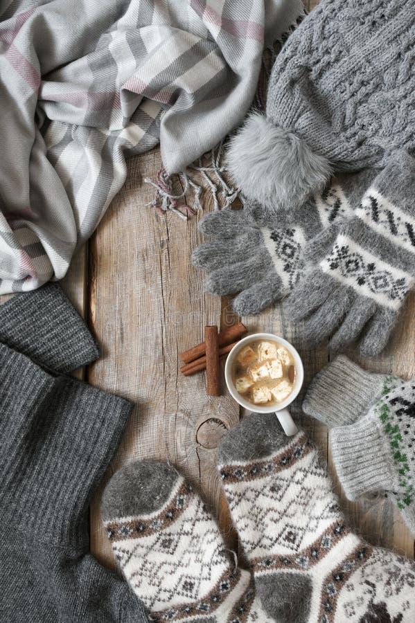 Géneros de punto y cacao de lana calientes con la melcocha fotos de archivo libres de regalías