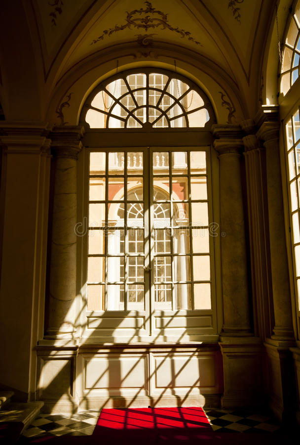 Génova, Italia - Royal Palace, detalle de la fachada de una ventana del pasillo fotografía de archivo