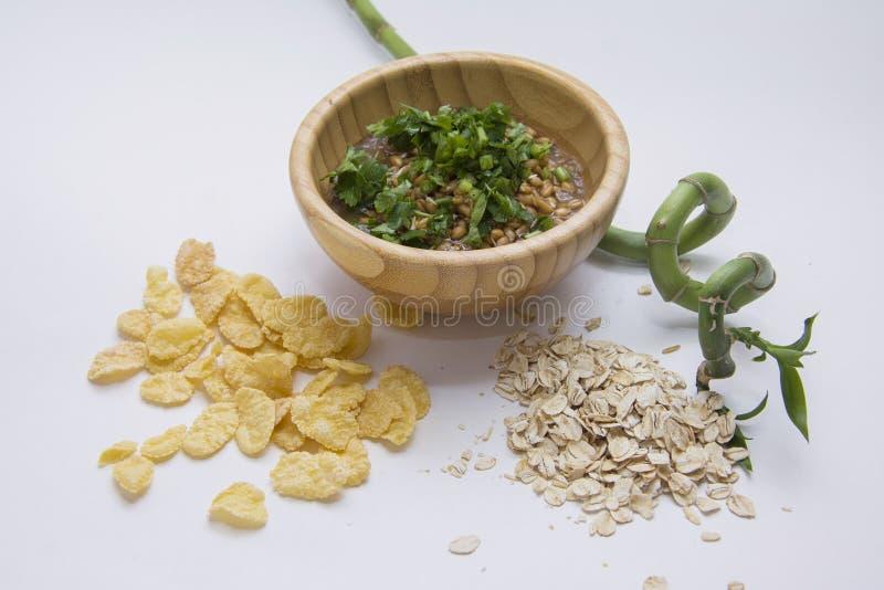 Gérmenes de trigo de Livw y diversas escamas foto de archivo
