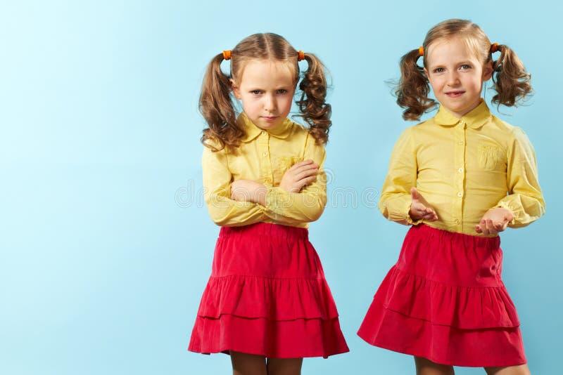 Gêmeo gêmeo/bom mau fotos de stock royalty free