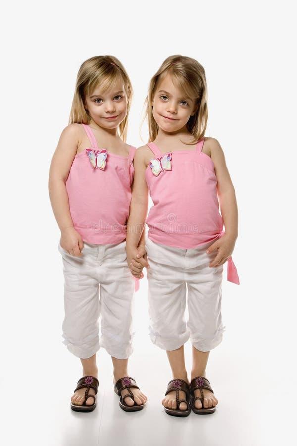 Gêmeos das crianças fêmeas. foto de stock royalty free