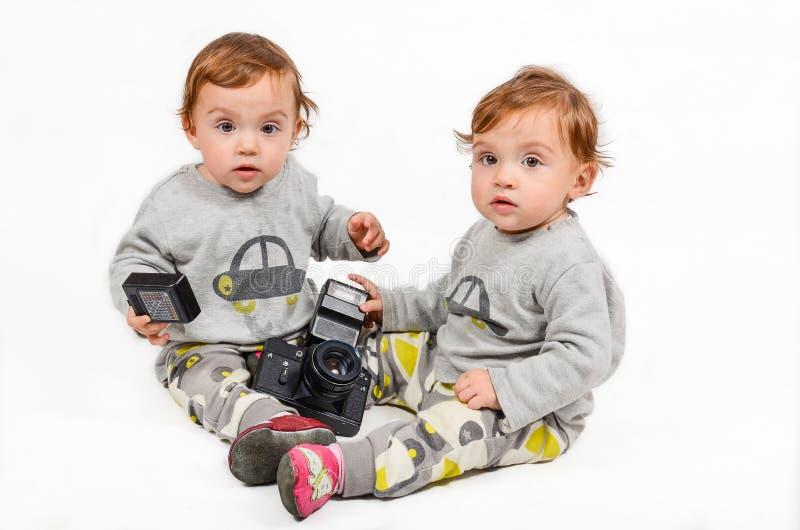 Gêmeos e um Camer foto de stock royalty free