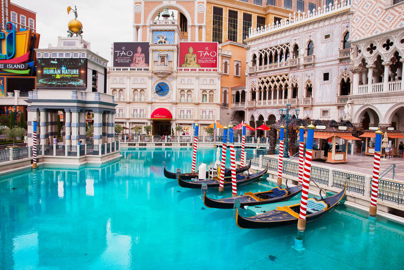 Góndola en el hotel veneciano en Las Vegas fotos de archivo