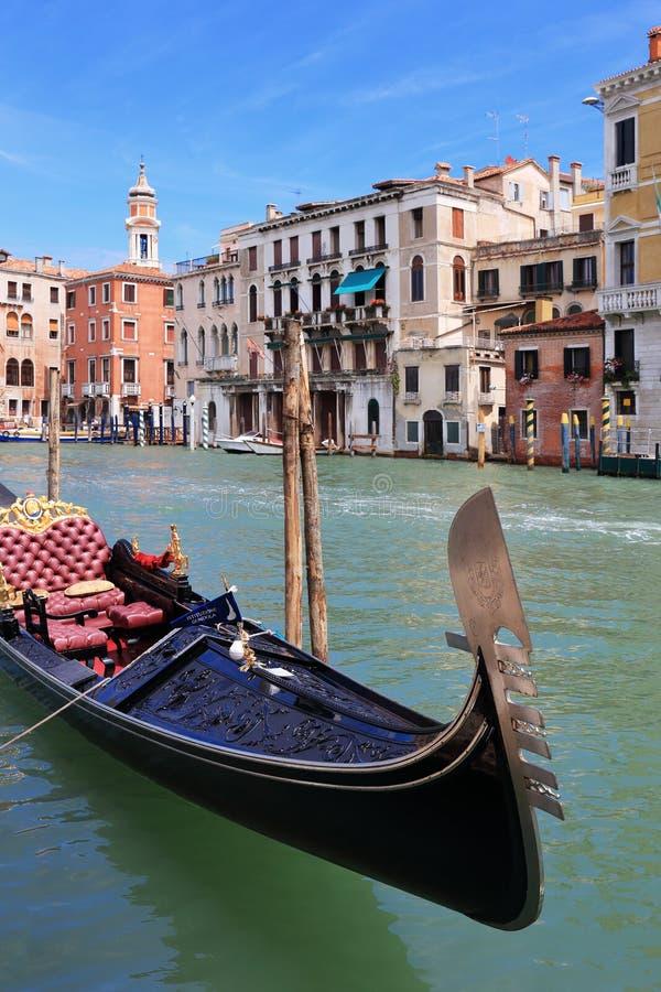 Download Góndola En Los Canales De Venecia Foto editorial - Imagen de turismo, isla: 64205161