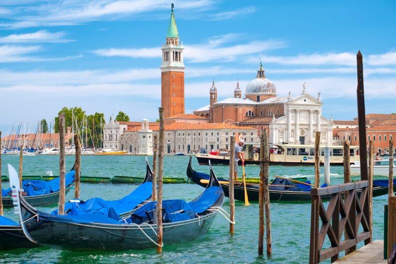 Góndolas en Grand Canal en Venecia al lado de la Plaza de San Marcos imagen de archivo libre de regalías