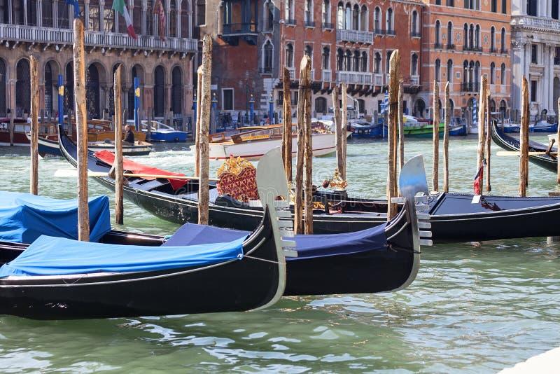 Góndolas - símbolo de Venecia, canal grande, puerto, Venecia, Italia imagen de archivo libre de regalías
