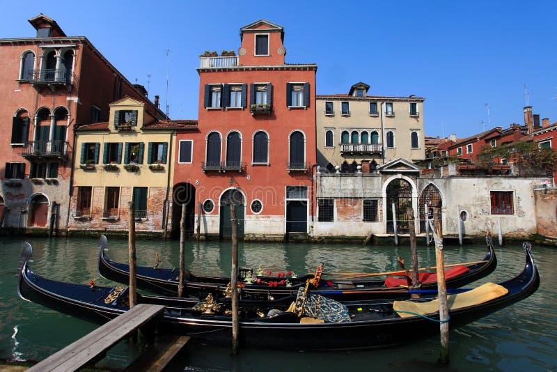 Góndolas tradicionales en Venecia fotos de archivo libres de regalías