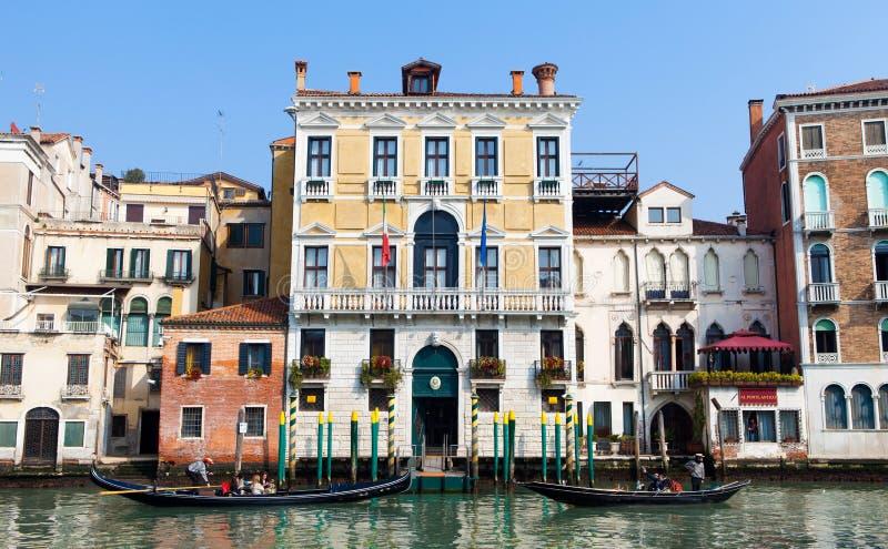 Góndolas tradicionales en Venecia imágenes de archivo libres de regalías