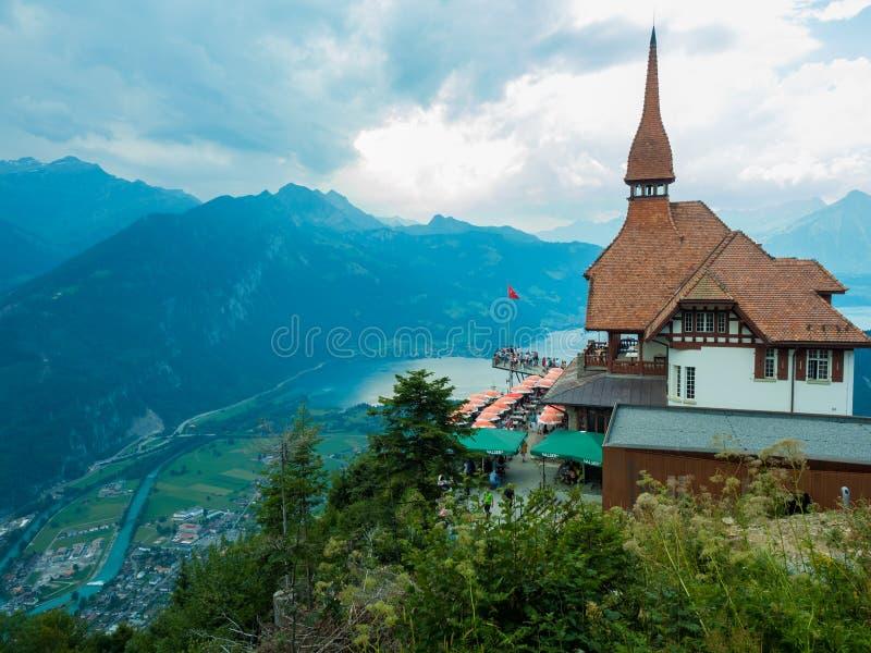 góra Ciężki przy restauracją na Ciężkim kulm ludzie piękny widok jeziorny Interlaken fotografia stock