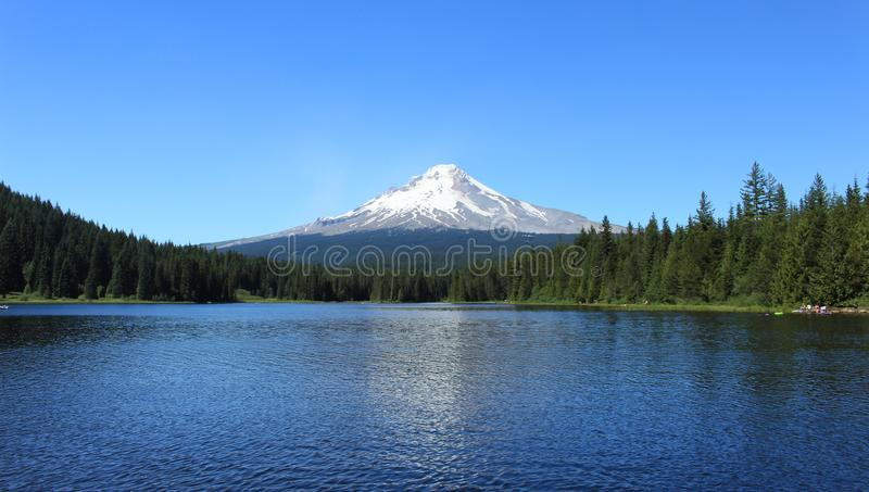 Góra kapiszon na Trillium jeziorze obraz royalty free