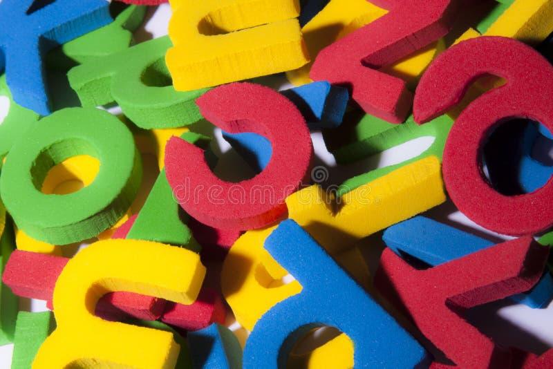 góra kolorowych eva gumowych listów dla dzieci zdjęcia stock