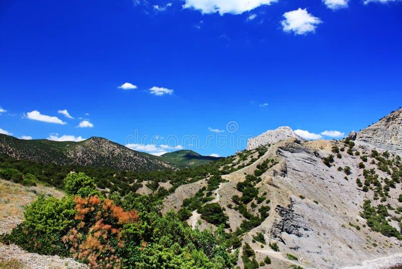 Download Góra krajobraz zdjęcie stock. Obraz złożonej z niebo - 28957634