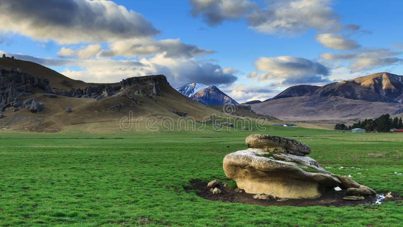 Góra krajobraz przy Grodowym wzgórzem, Nowa Zelandia zdjęcie royalty free