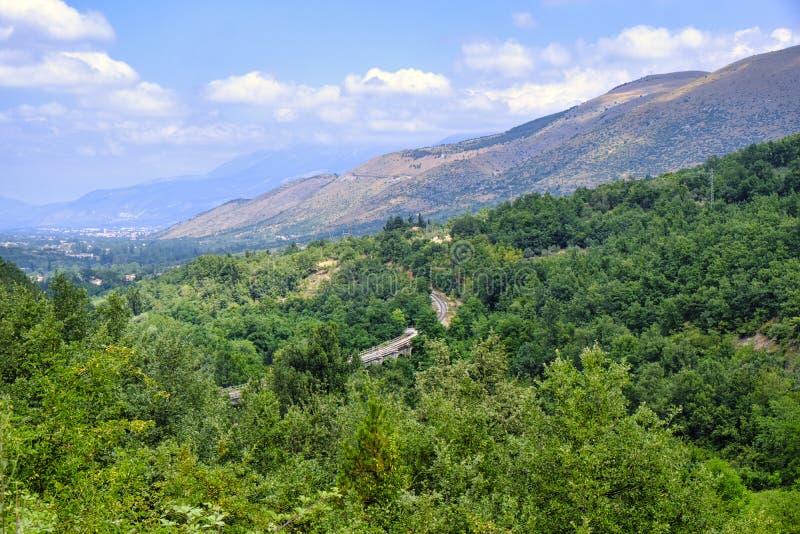 Góra krajobraz w Abruzzi blisko Sulmona obrazy royalty free