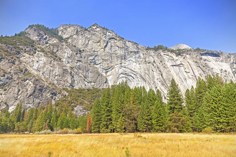 Góra krajobraz w Yosemite parku narodowym, usa fotografia stock