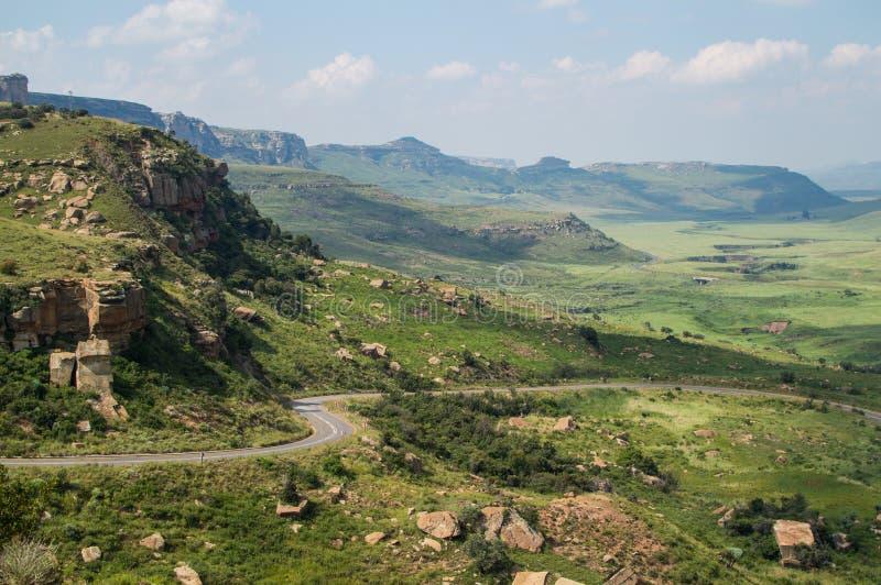 Góra krajobraz z autostradą w golden gate średniogórzach obraz royalty free