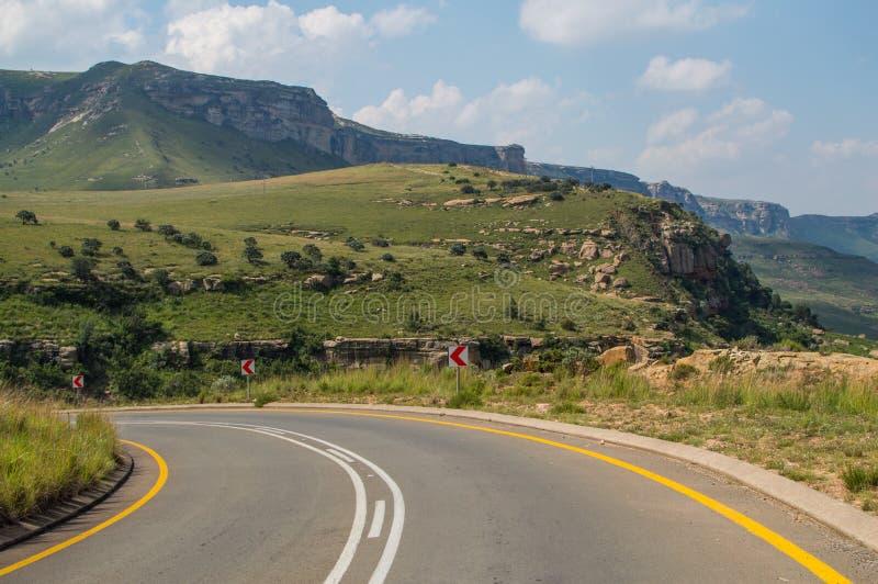Góra krajobraz z autostradą w golden gate średniogórzach fotografia royalty free