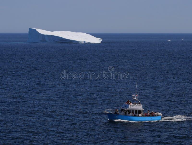 góra lodowa łódkowata wycieczka turysyczna zdjęcie stock