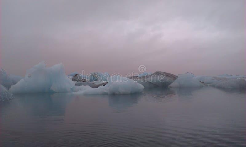 Góra lodowa horyzont zdjęcie royalty free