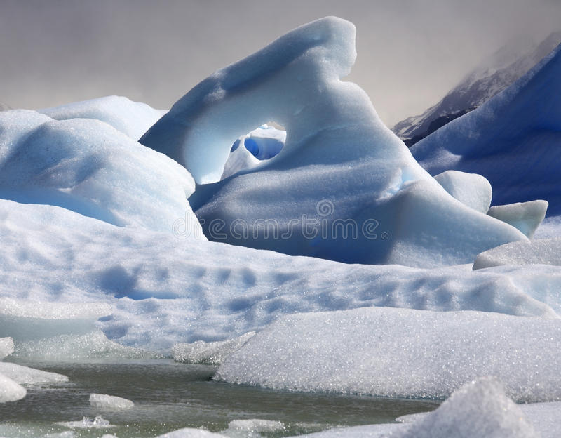 Góra lodowa - Largo Popielaty - Patagonia - Chile zdjęcia stock