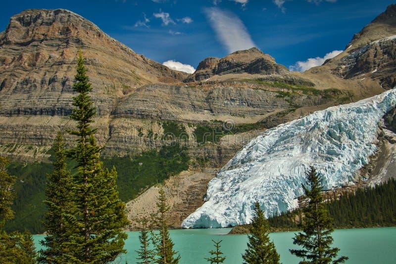 Góra lodowa lodowiec spada w Góra lodowa jezioro, Brytyjski Kolumbia, Kanada zdjęcia stock