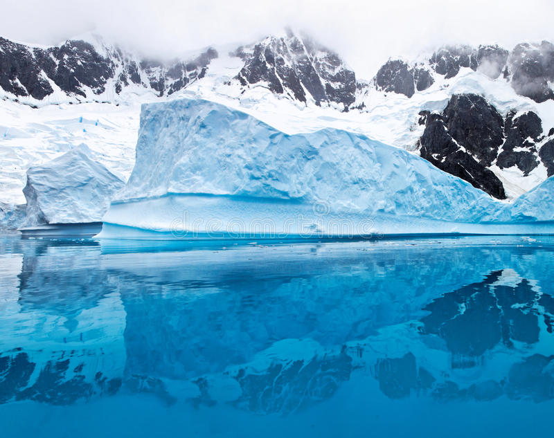 Góra lodowa w Antartica zdjęcia royalty free