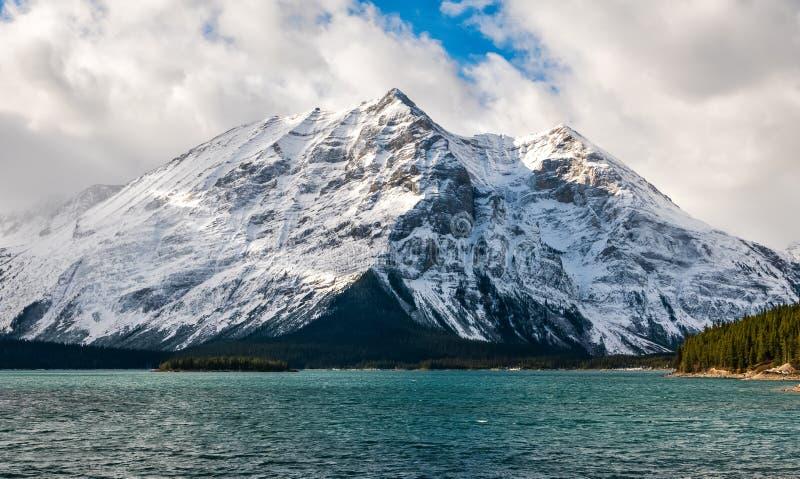Góra Lyautey i wierzchu Kananaskis jezioro w Peter Lougheed prowincjonału parku, Alberta zdjęcia stock