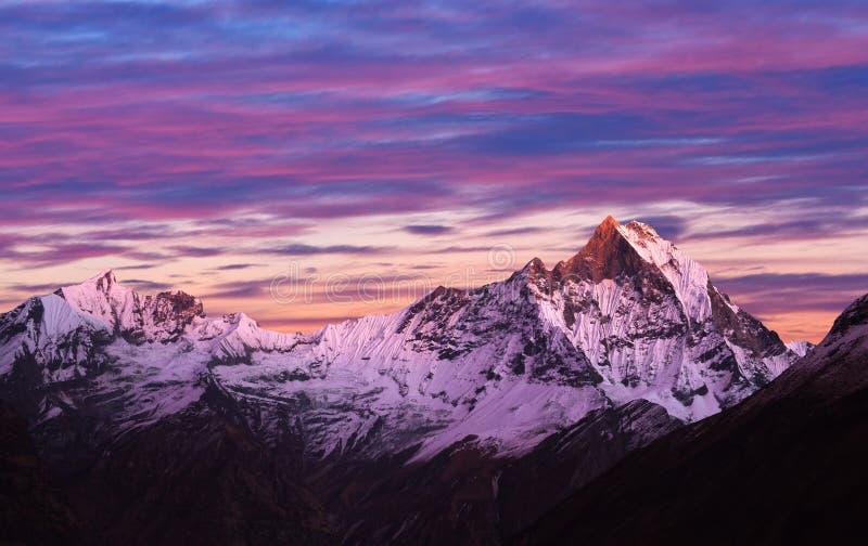 Góra Machapuchare & x28; Fishtail& x29; , Nepal, himalaje obraz royalty free
