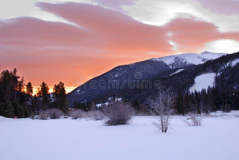 góra na skalistym wschodem słońca zdjęcie royalty free