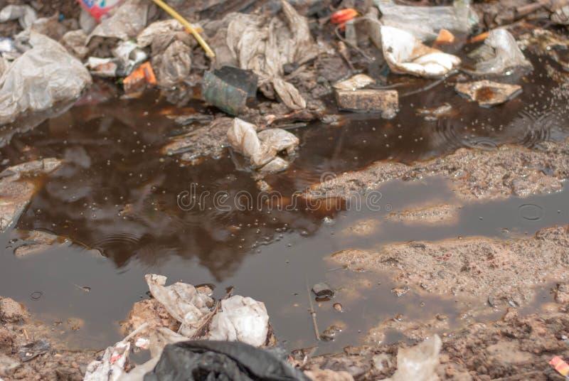 Góra odpady od miastowego społeczeństwa w słabo rozwinięty krajach Południowo-wschodni Asia obrazy royalty free