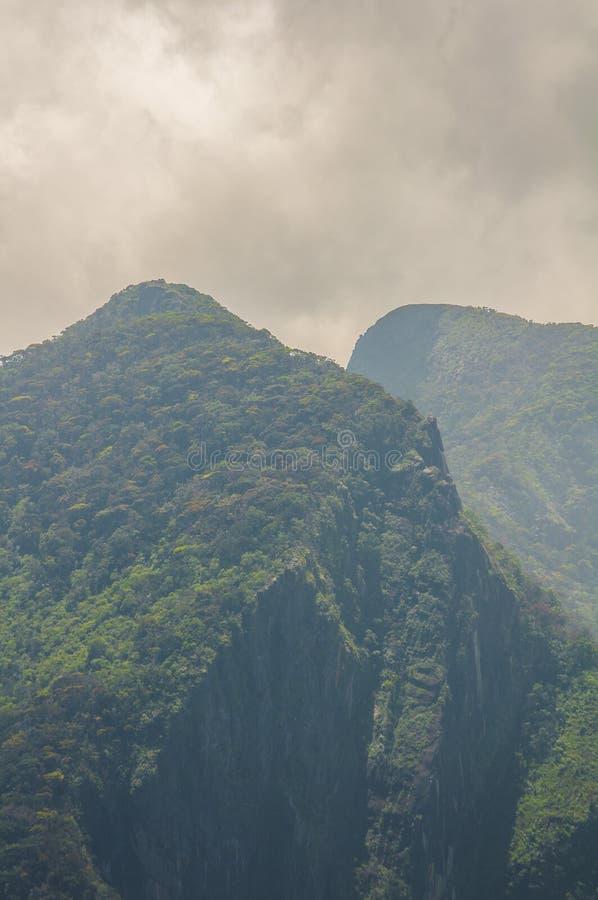 góra osiąga szczyt dwa zdjęcie royalty free
