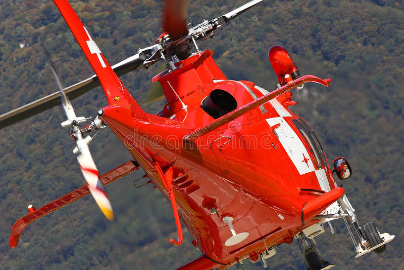 Góra ratowniczy helikopter bierze daleko zdjęcia royalty free
