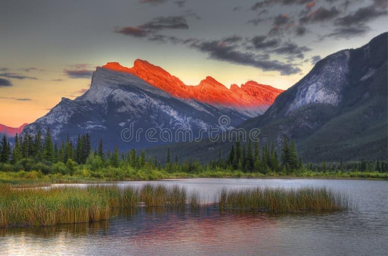 Góra Rundle, Vermillion jeziora, Banff park narodowy zdjęcie royalty free