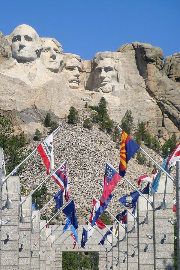 Góra Rushmore z flaga zdjęcia royalty free