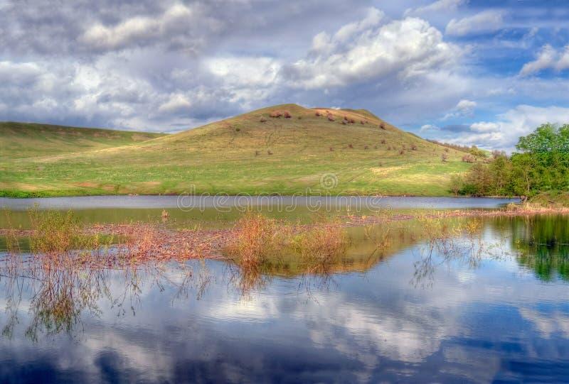 Góra, rzeka, niebo Rosyjski step obrazy royalty free