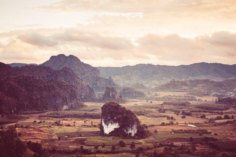 Góra wokoło wzgórza zdjęcie stock