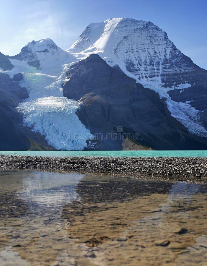Góra z lodowem i jeziorem zdjęcia royalty free