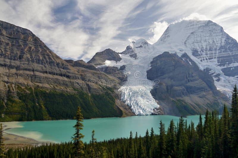 Góra z lodowem i jeziorem zdjęcie royalty free