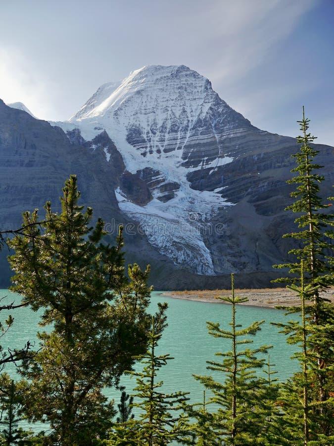 Góra z lodowem i jeziorem fotografia stock