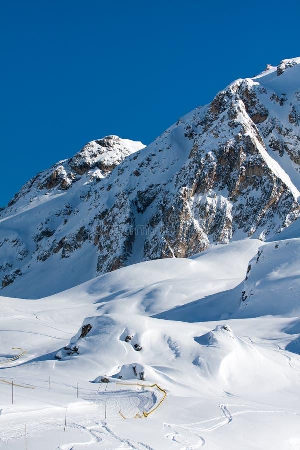 góra zakrywający śnieg obraz royalty free