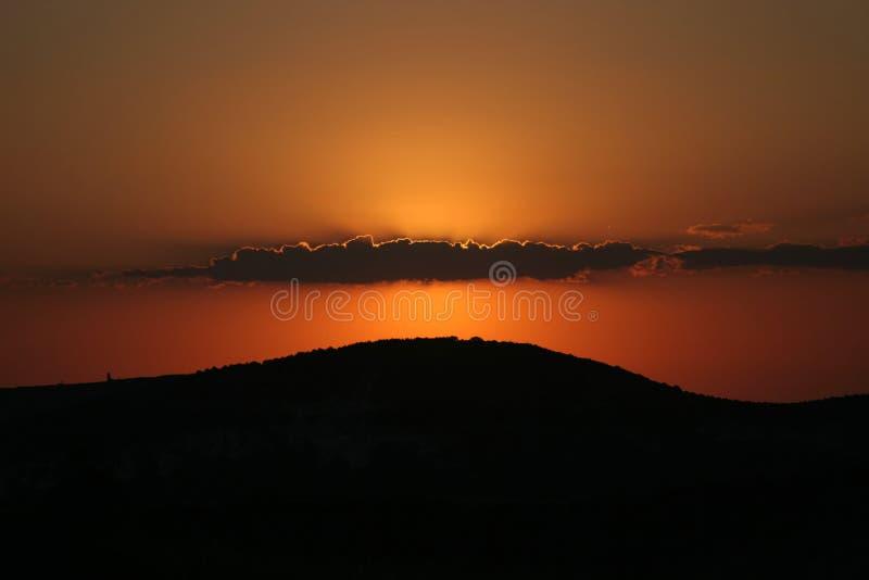 Download Góra zmierzch zdjęcie stock. Obraz złożonej z krajobraz - 13334298